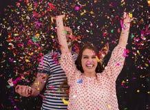 Соедините дуя confetti в воздухе изолированном над серым цветом Стоковая Фотография