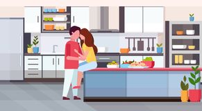 Соедините обнимать и целовать на дне Святого Валентина счетчика кухни счастливом празднуя женщину человека концепции в объятии лю бесплатная иллюстрация