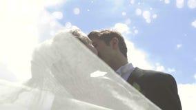 Соедините получать пожененный акции видеоматериалы