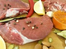 Соедините сырое мясо на гайках соуса перца, перец залива кухни, рецепт Стоковая Фотография RF