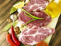 Соедините сырое мясо на гайках соуса перца, перец залива, рецепт Стоковые Изображения RF