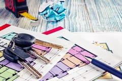 Соединять новый ключ на плане проекта многоквартирного дома Стоковая Фотография