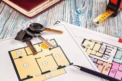 Соединять новый ключ на плане проекта многоквартирного дома Стоковые Изображения