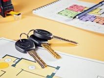 Соединять новый ключ на плане проекта многоквартирного дома Стоковое Фото