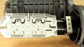 Соединение для соединяясь кабелей оптической связи видеоматериал