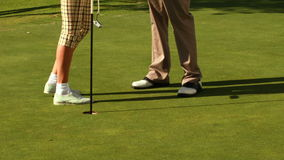 Соедините положение на зеленом цвете установки поля для гольфа сток-видео