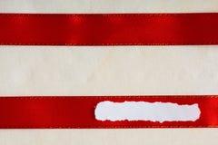 Соедините предпосылку ткани ленты космоса экземпляра пробела бумаги утиля красную Стоковые Изображения RF