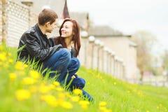 соедините счастливых детенышей влюбленности Стоковая Фотография