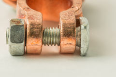 Соединитель полюса батареи, на белой предпосылке Стоковое Изображение