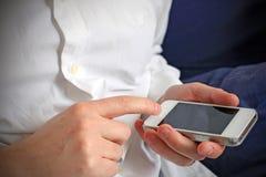 Соединяться через smartphone Стоковое Фото