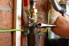 Соединяться человека трубы газа стоковая фотография rf