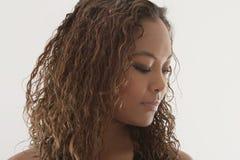 Созерцательная Афро-американская женщина стоковое фото