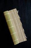 Создатель циновки ролика завальцовки суш бамбуковый материальный Стоковые Изображения RF