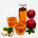 сока изображения еды яблок яблока 3d схематическое понижаясь прозрачное стеклянного естественное Стоковое Фото