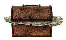 сокровище комода заполненное деньгами Стоковое фото RF