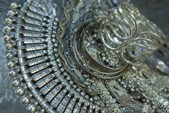 Сокровище, куча красивых восточных серебряных Bridal ювелирных изделий Indi стоковое изображение