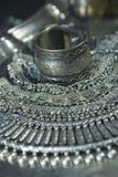 Сокровище, куча красивых восточных серебряных Bridal ювелирных изделий Indi стоковое фото rf