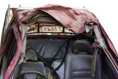 Сокрушенная крыша автомобиля изолята стоковые фото