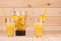 Сок ананаса на деревянной предпосылке Стоковое Изображение