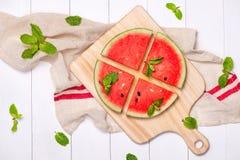 Сок арбуза, куски арбуза и листья мяты Десерт Fl Стоковая Фотография RF