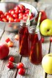 Сок вишни с яблоком Стоковое Изображение