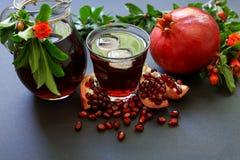 Сок гранатового дерева, плодоовощ, семена, ветви Стоковые Изображения RF