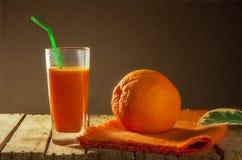 Деревянное померанцового плодоовощ сока грейпфрута здоровое Стоковые Изображения