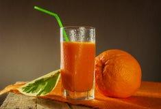 Деревянное померанцового плодоовощ сока грейпфрута здоровое Стоковая Фотография RF