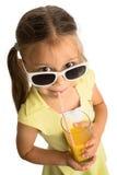 Сок девушки выпивая стоковые фотографии rf