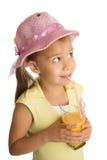 Сок девушки выпивая стоковое фото