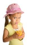Сок девушки выпивая стоковые изображения rf