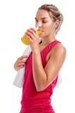Сок женщины разминки выпивая Стоковые Изображения RF