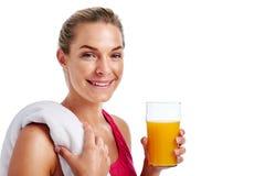 Сок женщины разминки выпивая Стоковые Фото