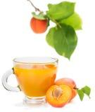 Сок и абрикосы абрикоса с листьями Стоковые Фотографии RF