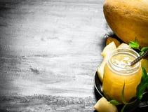 Сок от дыни с листьями мяты Стоковые Фотографии RF
