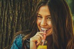 Сок подростка выпивая Стоковая Фотография RF
