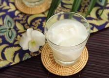сок стекла кокоса стоковое изображение