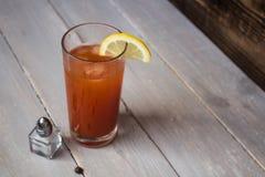 сок томата с солью и лимоном Стоковые Фото