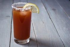 сок томата с солью и лимоном Стоковая Фотография RF