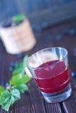сок черной смородины стоковые фотографии rf