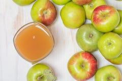 сок яблок яблока стеклянный зеленый Стоковая Фотография RF