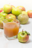 сок яблок яблока стеклянный зеленый Стоковые Изображения RF