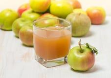 сок яблок яблока стеклянный зеленый Стоковое Изображение RF