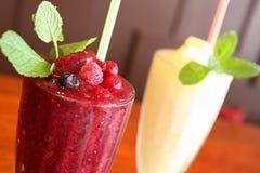 Сок ягоды смешивания с льдом Стоковое Фото