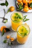 Сок Tangerine в стеклах на светлой предпосылке Стоковое фото RF