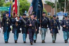 Солдаты ветерана эры гражданской войны пожилые старые одетые в форму в армии США все белые человеки идут в образование Стоковое фото RF