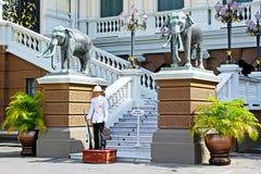 Солдат в грандиозном дворце, Бангкоке, Таиланде Стоковые Фото