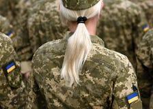 Солдат женщины Женщина в армии Военная форма Украины Ukrainia стоковое фото