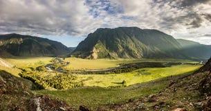 Солнечная долина Chulyshman стоковые фото