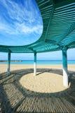 Солнечная сень на пляже Средиземного моря стоковая фотография rf